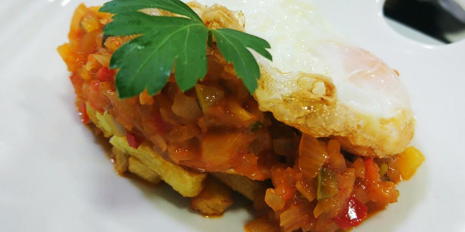 Menú día; comida; menú diario; Aluche; Madrid; Restaurante; Gastronomía; Comer en Madrid; cocina de mercado; Sidrería Pikondo; comer bien; menú de calidad; dónde comer en Aluche; pisto manchego; huevo;